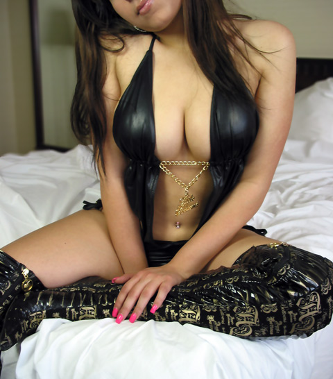 Scarborough escort in black leather. Sexy East Indian girl working in Scarborough, Ontario, Canada o